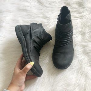 SKECHERS Air Cooled Memory Foam Ankle Boots SZ 7